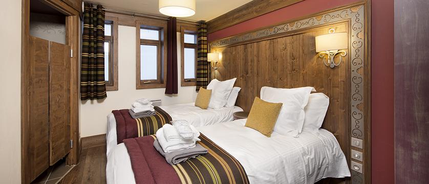 france_three-valleys-ski-area_val-thorens_hotel-and-residence-hameau-de-kashmir_bedroom.png